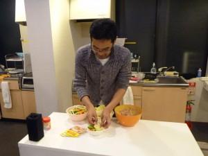 桜屋:料理中の小薬さん