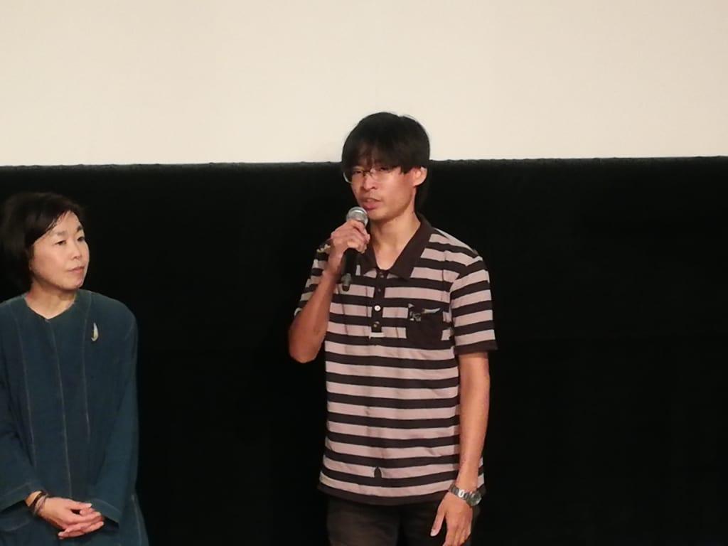 舞台挨拶をする竹村望監督