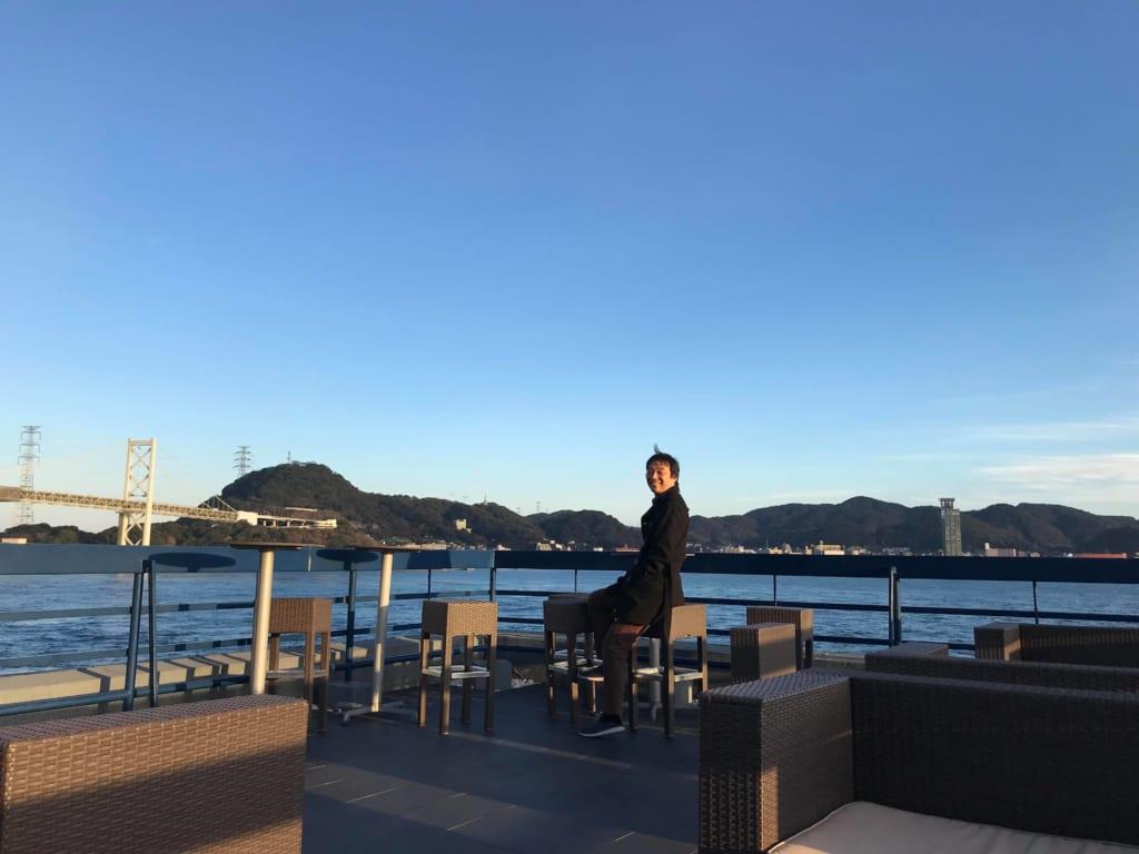 UZUハウスの屋上で、関門海峡を眺める